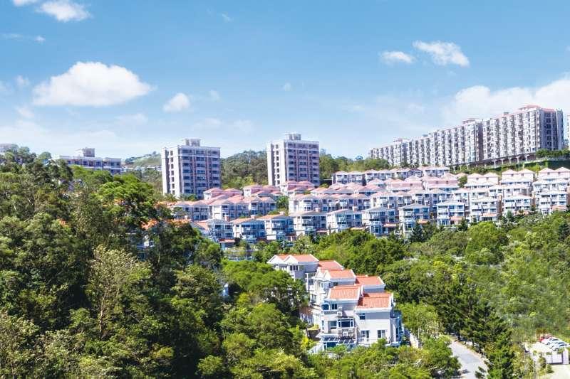 湯泉國際新店造鎮計畫達32萬坪,現最後一塊基地推出湯泉綠中海新案,主打2字頭房價含裝修。(湯泉國際提供)