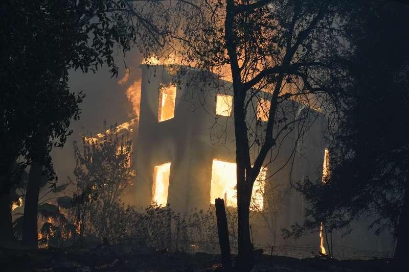 加州野火:LNU雷擊野火成加州史上第2大規模野火(AP)