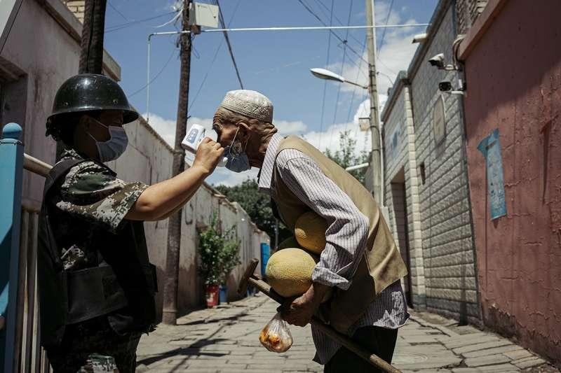 中國西部廣袤的新疆地區在此輪疫情爆發前,一直是中國疫情輕微的地區。(BBC中文網)
