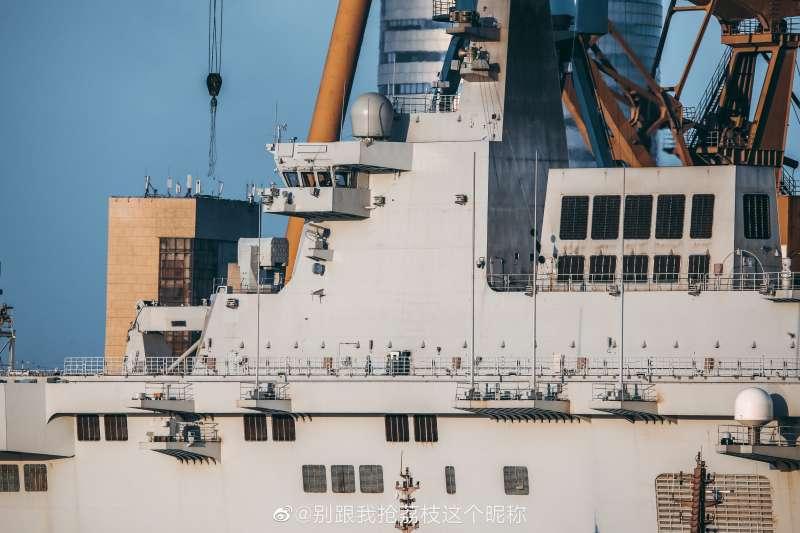 中國的075型兩棲攻擊艦。(翻攝微博)