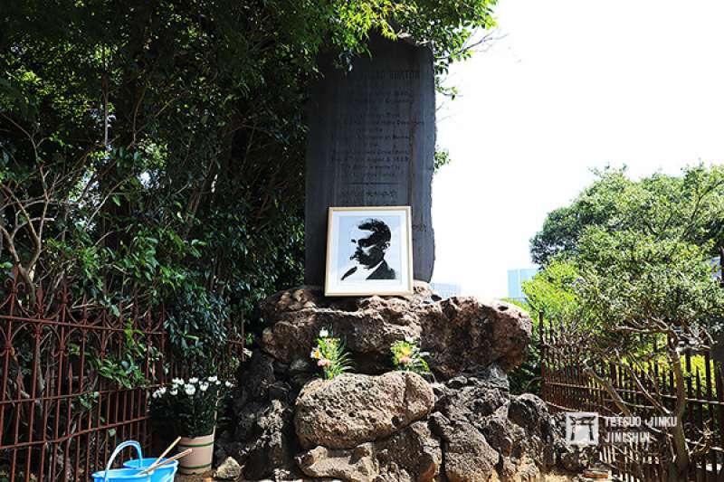 位於東京青山靈園的巴爾頓之墓(圖/想想論壇提供)
