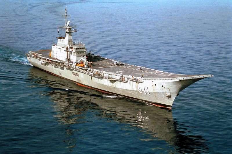 20200826-皇家泰國海軍查克里·納呂貝特號航空母艦(HTMS Chakri Naruebet R-911)。(取自維基百科)
