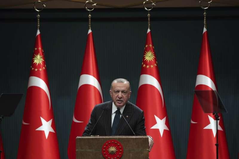 土耳其總統艾爾多安24日在例行國會會議上發表談話,痛批希臘在地中海探勘天然氣「任意妄為」。(AP)