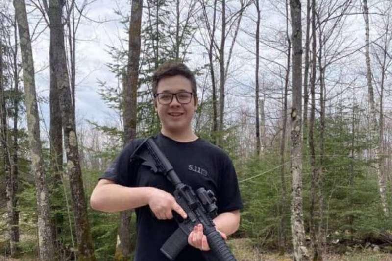 2020年8月,美國17歲少年黎頓豪斯(Kyle Rittenhouse)涉嫌在種族衝突中殺人(Twitter)