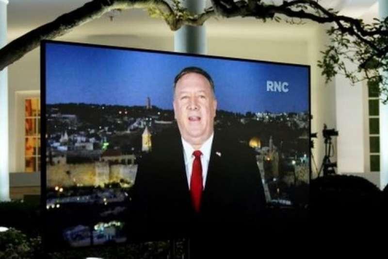 美國國務卿龐畢歐在外訪期間從耶路撒冷以影像方式參加美國共和黨全國大會,在美國引發爭議,被指責違反了現任政府職員不得參與政黨競選活動的規定。(BBC News中文)
