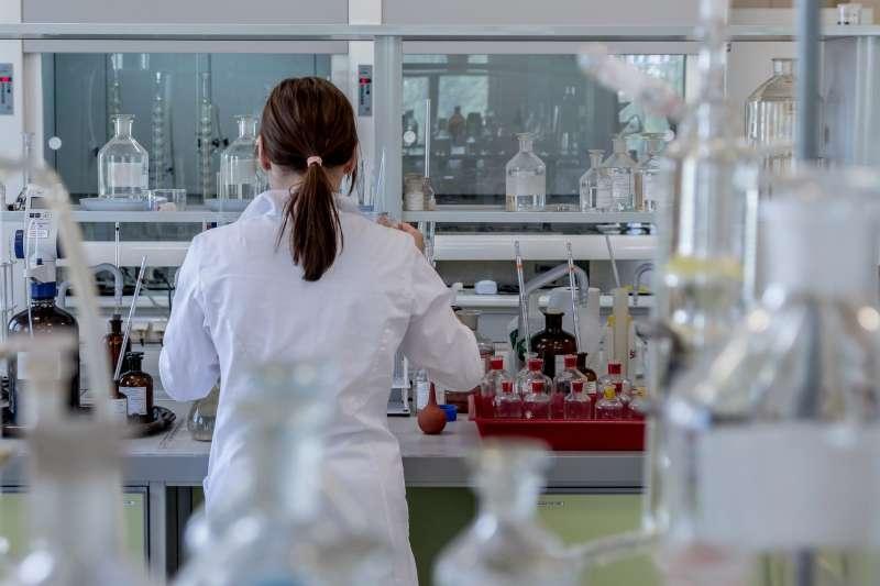 20200827-實驗,醫療,研發,實驗室,化學,研究。示意圖。(pixabay)