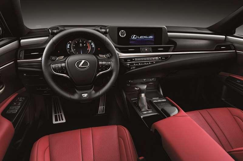 250車型導入F SPORT等級,塑造出鮮明的運動化風格之外,也為ES 200升級全新動力單元,必定將再次掀起中大型豪華房車買家高度矚目。(圖/和泰汽車提供)