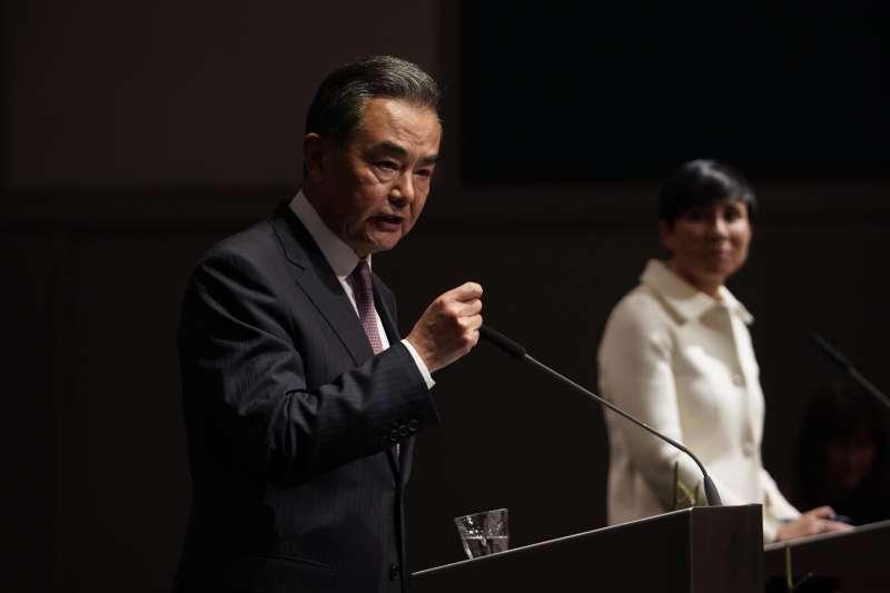 2020年8月,中國外長王毅訪問挪威,警告說和平獎絕不可頒增給中國異議人士(AP)