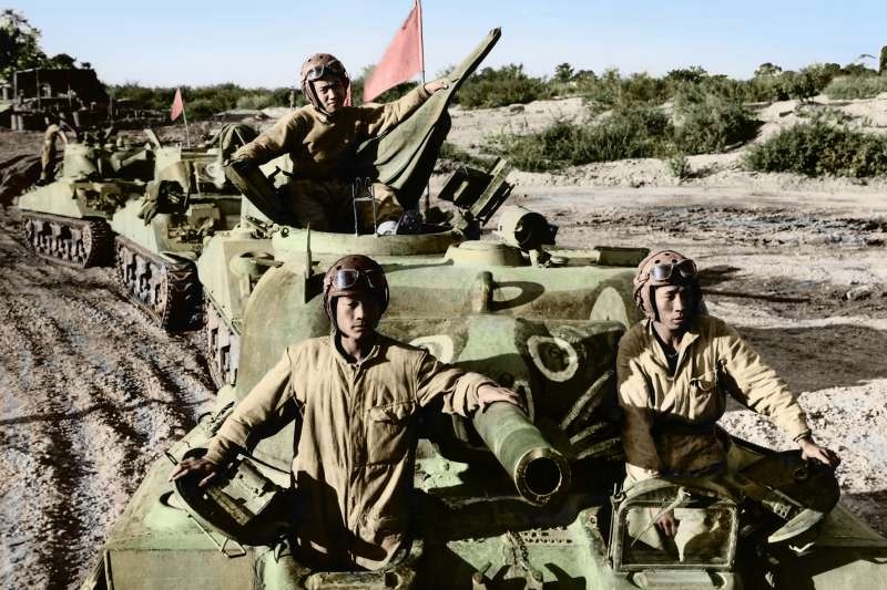 民國33年12月26日,中國駐印軍駕駛美式M4A4戰車開入緬甸北部,增強聯軍戰力。(圖/徐宗懋圖文館)