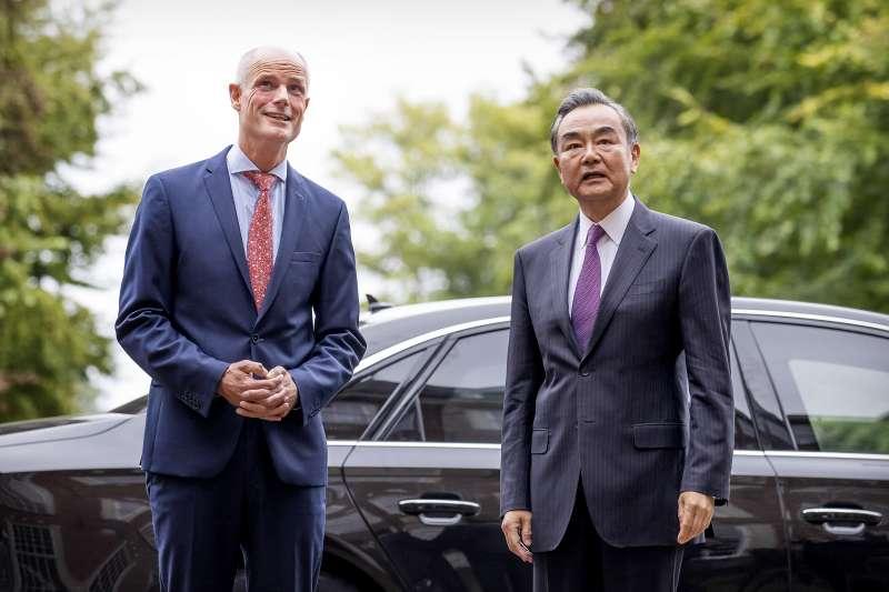 王毅訪歐屢遭挫,歐洲重申香港、新疆維吾爾人權問題。(AP)