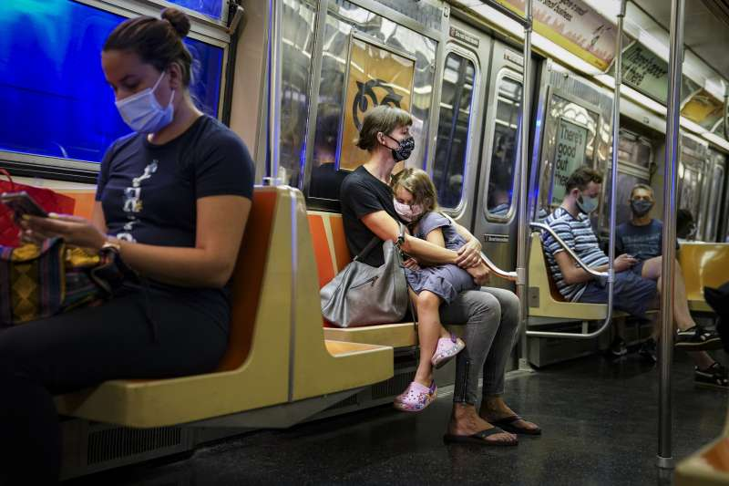 新冠肺炎疫情嚴峻,全球確診人數突破1億大關。示意圖。(資料照,美聯社)