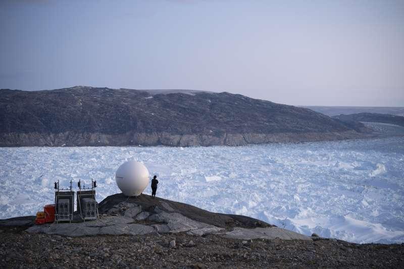 (示意圖)最新研究指出,全球冰河湖總容積在30年間增加48%,圖為格陵蘭黑爾海姆冰川。(AP)