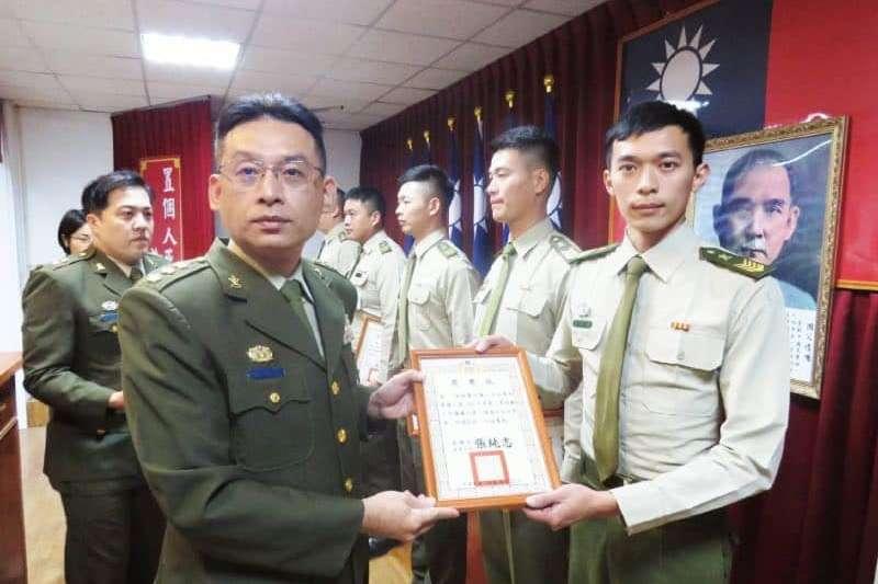 20200901-左為憲兵203指揮官張純志上校。(取自憲兵指揮部發言人臉書)