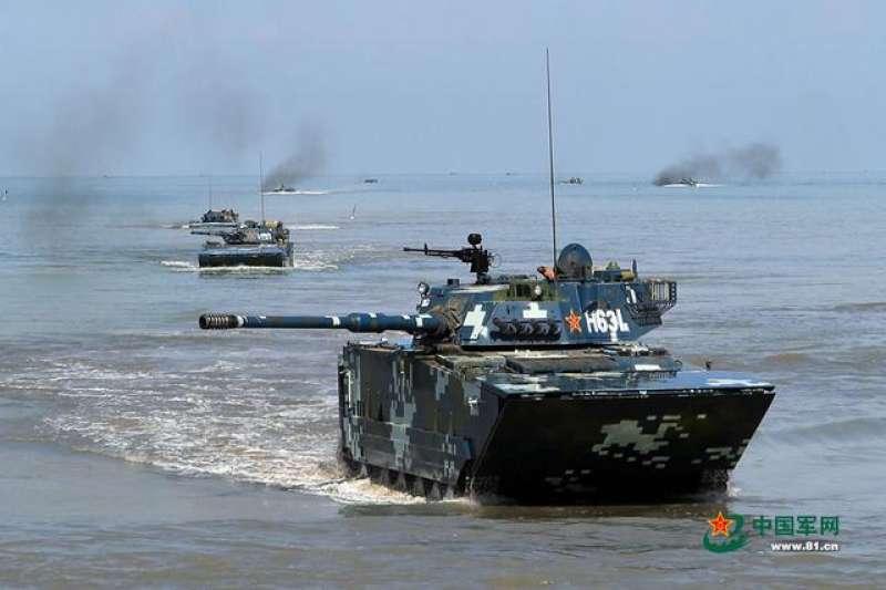 解放軍的兩棲搶灘演練。(中國軍網)