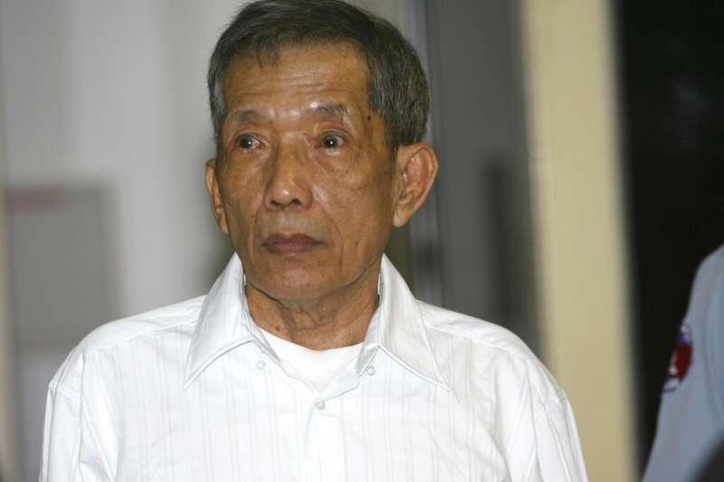 前赤柬(紅色高棉)最大集中營監獄負責人康克由離世。(AP)