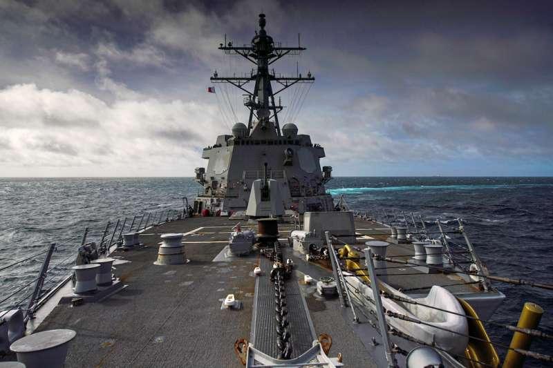 美軍公布海爾賽號驅逐艦(USS Halsey、DDG-97)30日通過台海的畫面。(美國海軍官網)