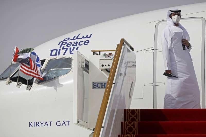 以色列與阿拉伯聯合大公國關係正常化:搭載以色列代表團飛往阿聯的以色列航空班機(AP)