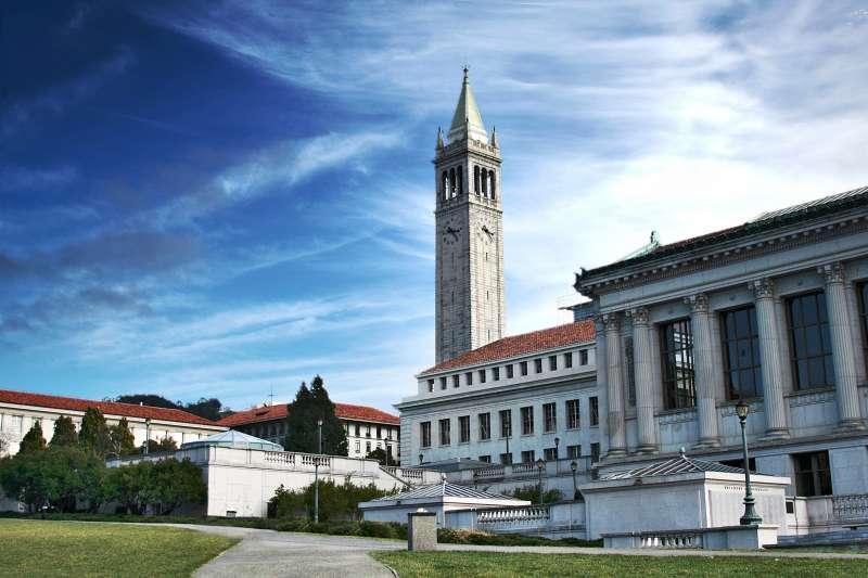 柏克萊大學裡的景致有許多美國文化的痕跡。(資料照,取自維基百科)