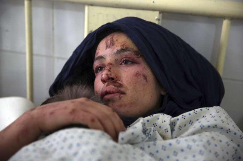 「寡婦村」裡多數男性都失蹤了,他們在走私鴉片到邊境或潛入伊朗的過程中喪命,留下心愛的妻兒獨自生存(AP)