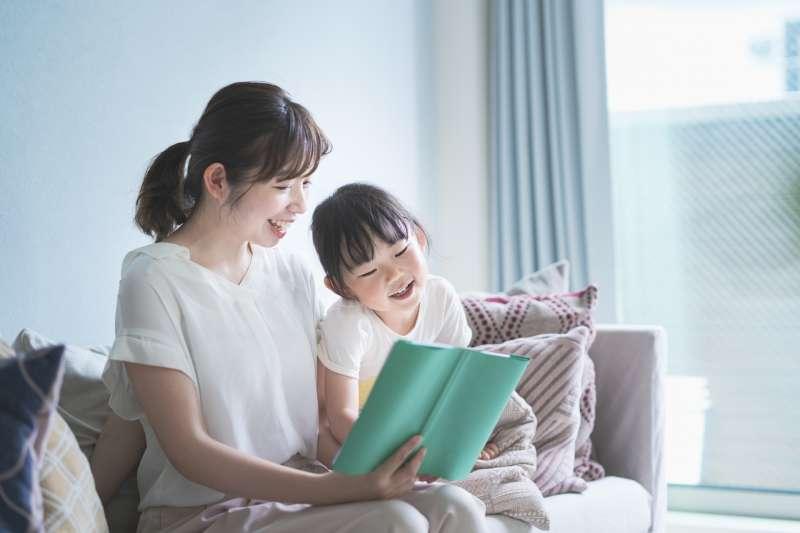 當孩子有了挑戰父母權威的機會時,親子間的關係會發生什麼樣的變化?(示意圖/@photoAC)