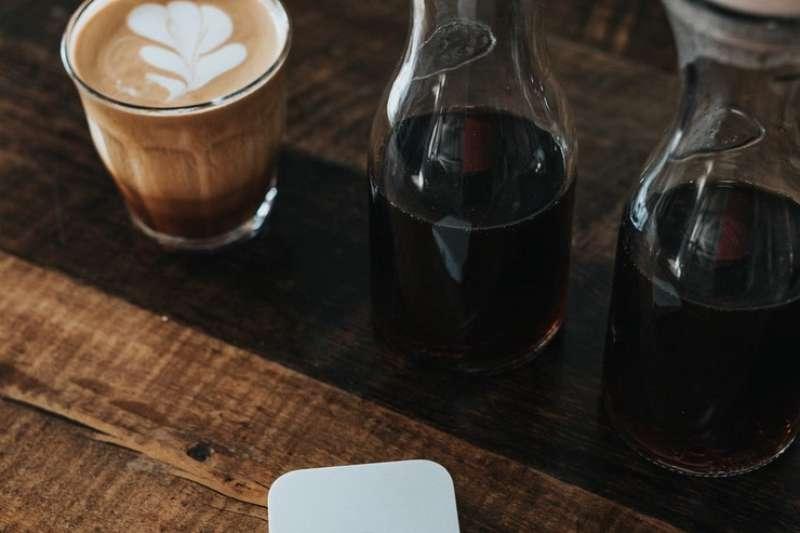 每天沒有喝上一杯咖啡就全身不對勁?(圖/取自Nathan Dumlao@Unsplash)