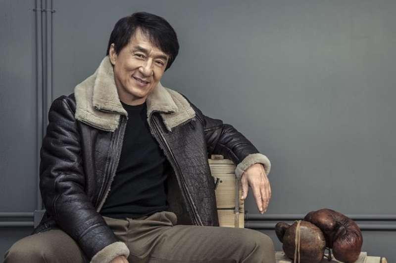 成龍2006年4月透過旗下公司以3360萬元向開發商御嘉置地公司買下北京2間豪宅,卻因「種種理由」,10多年來一直沒有辦理產權過戶手續。(圖/jackiechan@instagram)