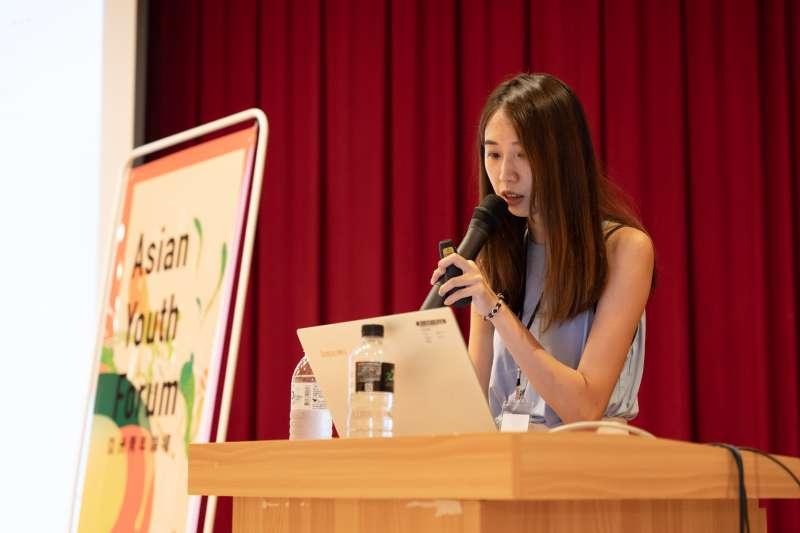 第1屆「亞洲青年論壇」今天在新竹登場,台灣數位外交協會理事長郭家佑分享如何透過社群媒體,讓世界看到台灣,讓台灣文化發揚到全世界。(長風基金會提供)
