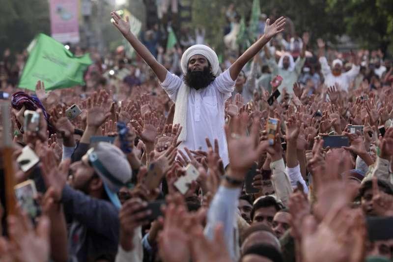 2020年9月,巴基斯坦穆斯林示威抗議法國《查理周刊》重刊醜化先知穆罕默德的漫畫(AP)