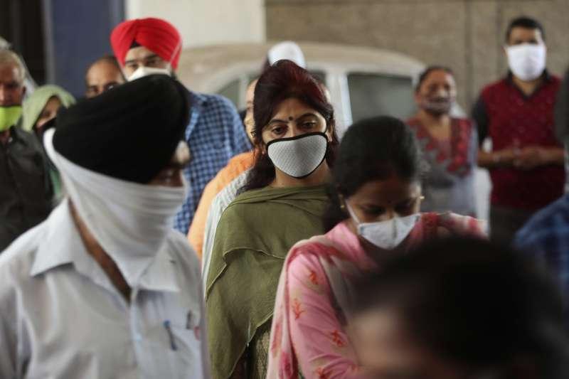 印度確診人數超過420萬人,達世界第二高。(AP)