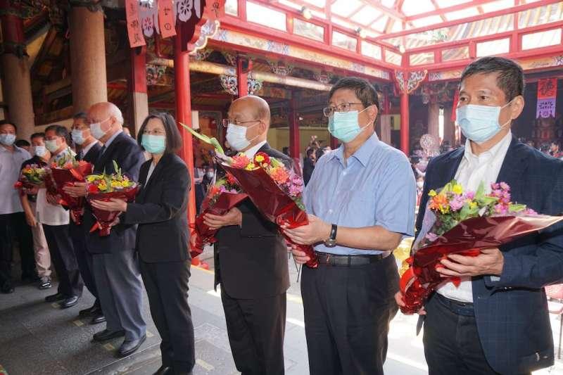 總統蔡英文、行政院長蘇貞昌7日出席2020新竹縣義民祭祈福大典。(圖/新竹縣政府提供)