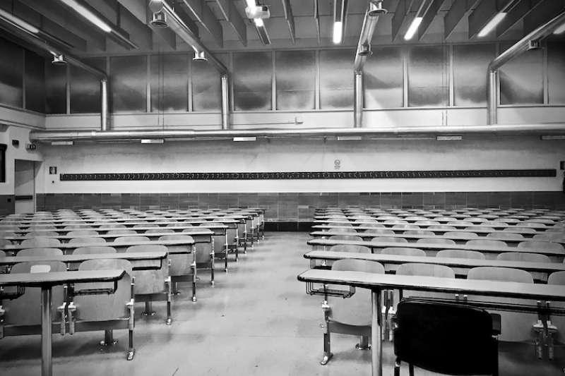 疫情下空無一人的教室(曾廣儀攝)