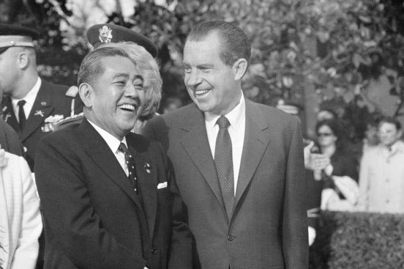 日本首相佐藤榮作與美國總統尼克森。(美聯社)
