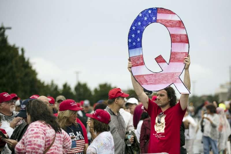 2020年美國大選,陰謀論運動「匿名者Q」(QAnon)扮演重要角色(AP)
