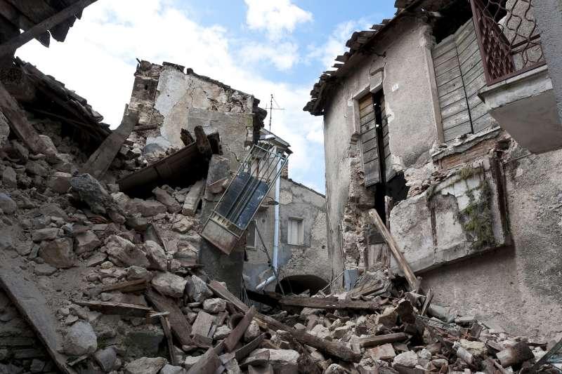 曾在921大地震部分倒塌的社區,為何房價還能一直飆高?(示意圖/pixabay)