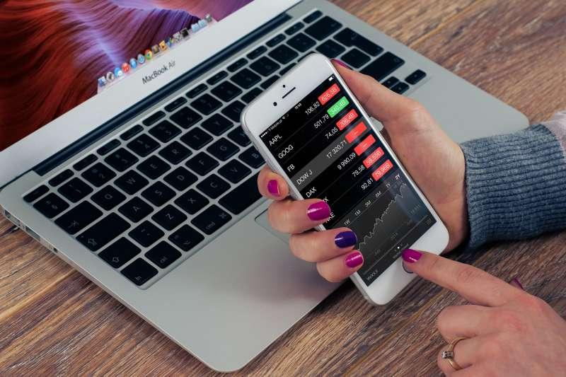 台股「盤中零股交易」上路後,對小資族而言買賣零股將會更方便。(示意圖/William Iven @ pixabay)