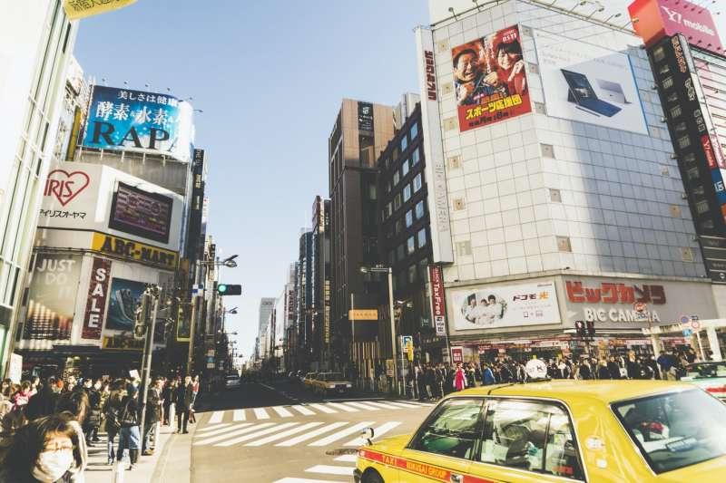 原來搭日本計程車不用自己開門……4個你不可不知的台日交通文化差異,小心做錯還可能被罰!(圖/取自pepe_nero@Unsplash)