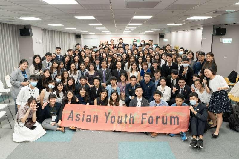 第1屆亞洲青年論壇共有78位參與者,包括52位台灣學生及26位外國學生。(長風基金會提供)