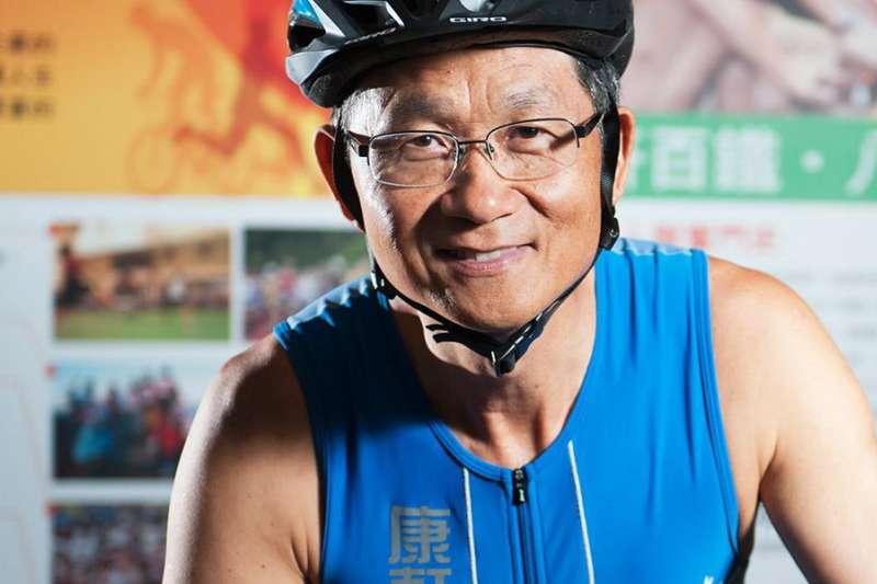 康軒文教集團董座李萬吉從中國返台後,未遵守居家檢疫規定,外出運動甚至到公司開會。(取自康軒文教集團)