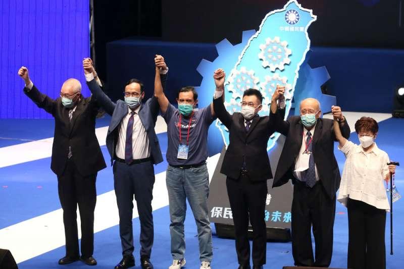 江啟臣(右三)邀來歷屆國民黨主席,強調自己所受的傳承。(柯承惠攝)