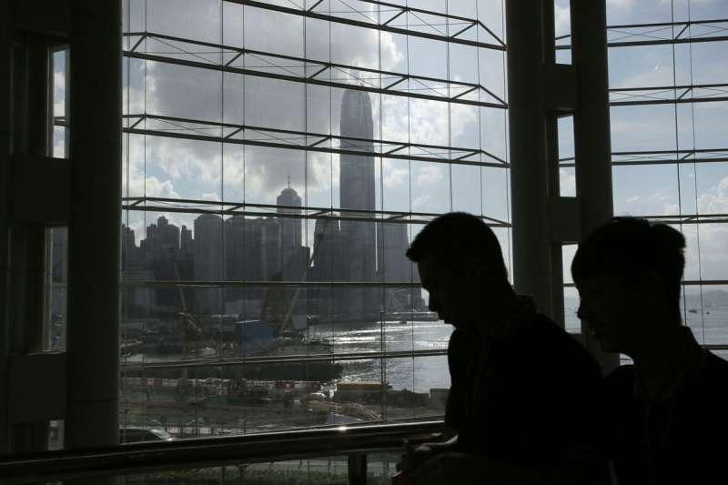 不少香港菁英階層對港府已不抱任何期望,寧願移民海外展開新生活。(資料照,美聯社)