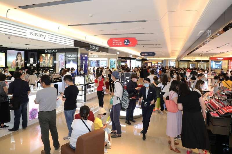 昇恆昌VIP封館會員日吸引大批民眾搶購