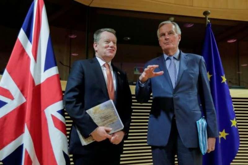 弗羅斯特勳爵(左)和巴尼耶9月8日在倫敦開始第八輪雙邊貿易談判(BBC中文網)