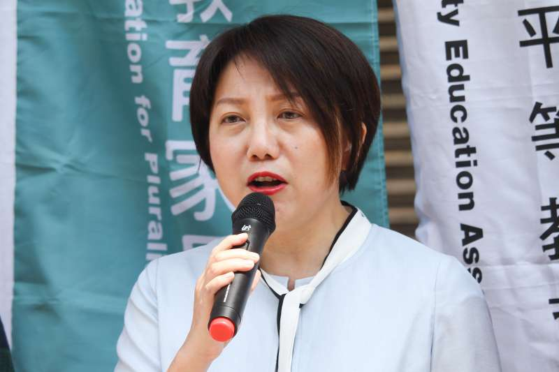 20200909-立委范雲出席立院前「社會更和諧!友善教育 家長相挺!」記者會。(蔡親傑攝)