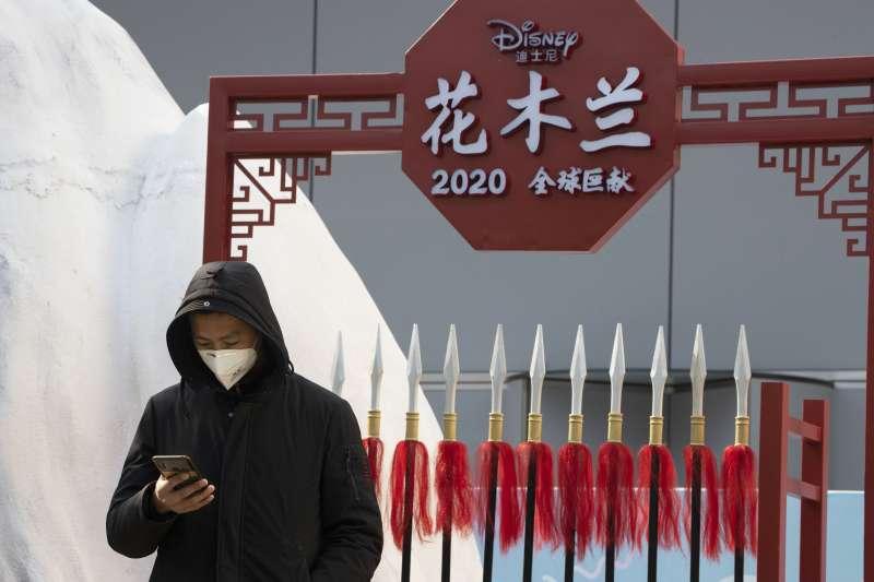 迪士尼真人版《花木蘭》電影放眼中國市場,觀眾評價卻十分兩極。(AP)