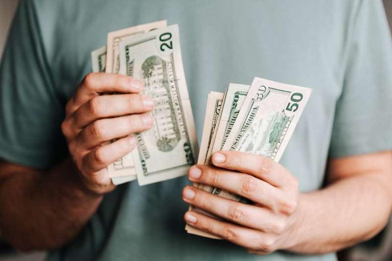 小資族如何每月多存10%存款呢?(示意圖/取自Pexels)