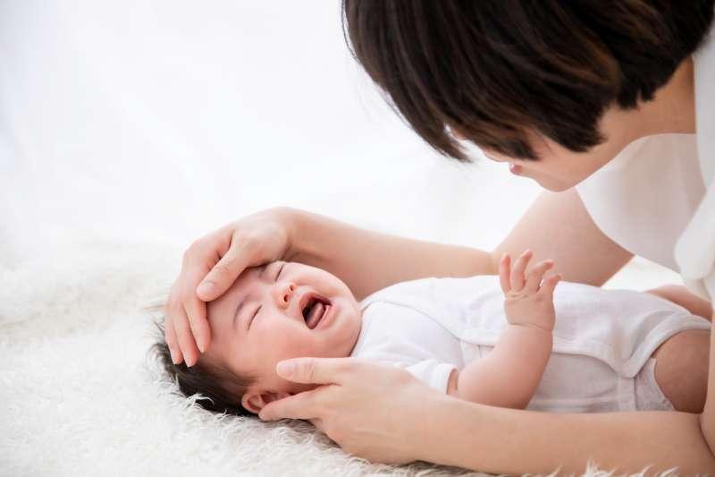 孩子出生後哭鬧好像都成了媽媽的責任,如果沒有安撫好還會被怪罪。(圖/取自photoAC)