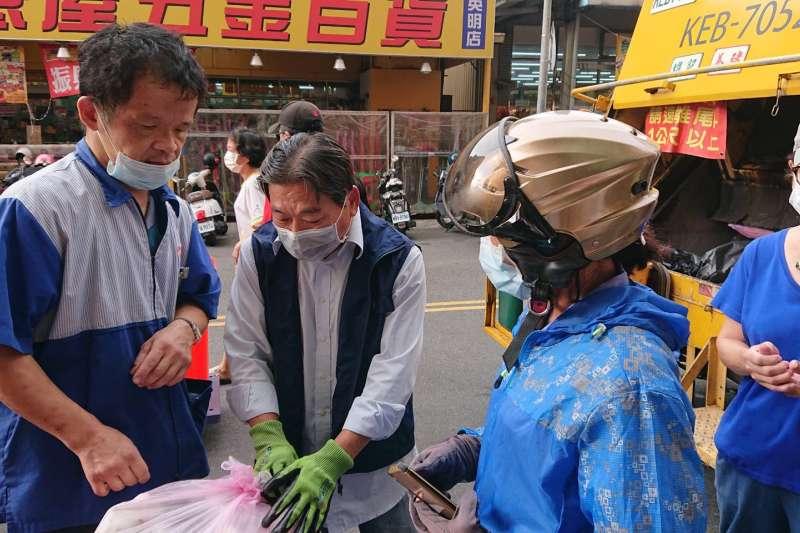 環保局即日起將加強對民眾排出之垃圾袋進行破袋檢查。 (圖/環保局提供)