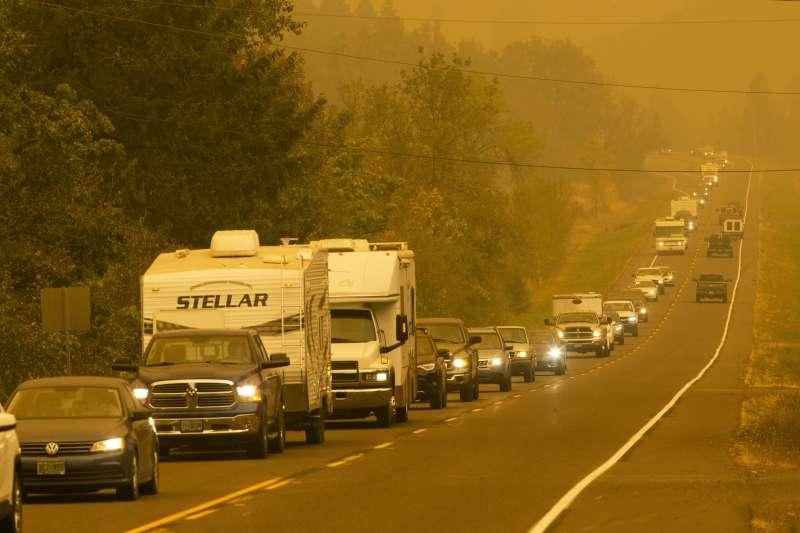 美國奧勒岡州大火蔓延,超過50萬人被迫逃命。(AP)