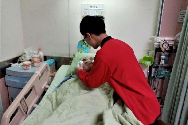 台中市政府勞工局108年補助17單位辦理28班照顧服務員訓練,男性就業服務員投入照服產業明顯增加。(圖/台中市政府提供)