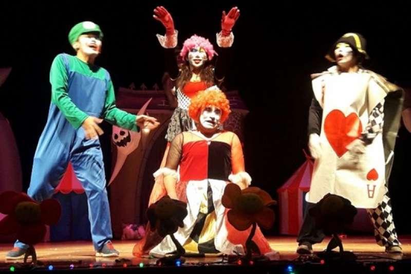 小丑默劇團《紅心皇后和他的魔法師學徒們》新北客家文化園區熱鬧登場。(圖/新北市客家局提供)
